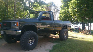 """Lifted 8 ''  On 37"""" super swampers 1994 GMC C/K 1500"""