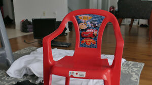 RED PLASTIC CHAIR KIDS/ENFAN CHAISE ROUGE