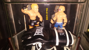 Ufc's Tito Ortiz & Chuck Liddell signed & authenticated glove