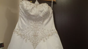 A Wedding dress that makes a curvy woman look like a QUEEN!
