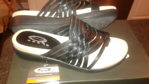 BRAND NEW IN BOX!  LADIES DENVER HAYES SANDALS SIZE 7''