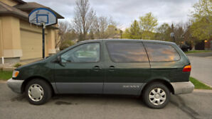 1998 Toyota Sienna (Low Mileage)