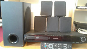 PHILLIPS SOURROUND SOUND WITH BLUKE RAY DISC PLAYER