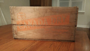 Vintage (1959?) Canada Dry crate in very good condition!