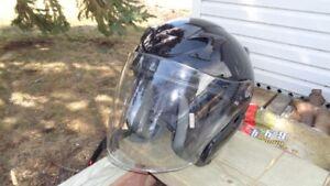 casque de moto très propre (grandeur medium)
