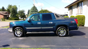 2005 Chevy Avalanche LS Pickup Truck