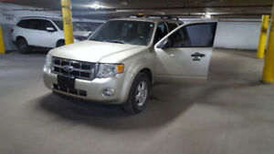 2011 Ford Escape Xlt Fwd priced to sell!!