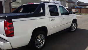Beautiful 2010 Chevrolet Avalanche!!