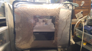 King Comforter Set - BNIB