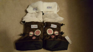 Stonz booties with liners - Brand New XL size