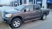 2006 Nissan Titan LE V8 Leather. DVD. Crew Cab - 4 Full Doors