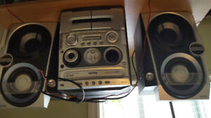 Philips MP3/CD/CD-RW /cassette system with speakers