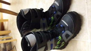 Size 5 boy's snowboots for sale, 95% new.