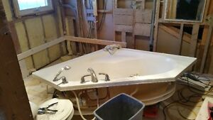 Mirolin Corner Jetted Tub c/w Delta Controls and Spray
