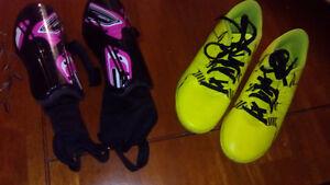 Chaussures soccer intérieur 3 et protège-genoux