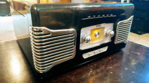 TEAC AM/FM Radio & TURNTABLE combo, retro style
