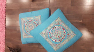 Many many fancy cushions in great condition