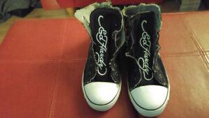- Chaussure pour femme ou ados Ed Hardy en bonne condition ( Sty
