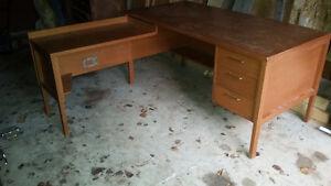 Solid Oak office desk nice shape with L corner