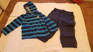 2T hooded zipper fleece and splash pants. Perfect condition.
