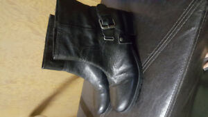 Like new Nine West black leather bootie