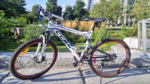 CCM Apex 6061 Aluminum Mountain Bike