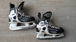 Men's CCM Hockey Skates - size 8 (4 52 Tacks)