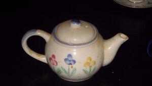 Teapot Belleville Belleville Area image 1