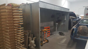 Large open face spray booth