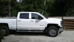 Fully-loaded 4x4 2017 Chevrolet Silverado