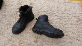 Men's magnum safety boots size UK 9