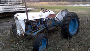 Tracteur Ford 600