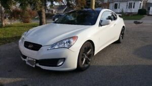 2010 Genesis Coupe 2.0. 125000km.  6-speed manual