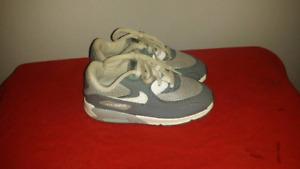 Nike air max shoe (size 10 toddler)