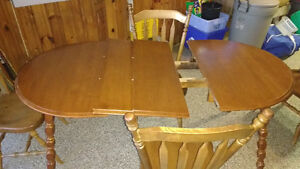 4 chairs and kitchen table (with leaves) London Ontario image 2