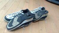 Black Heelys Shoes Men's size 6 and Boys size 5
