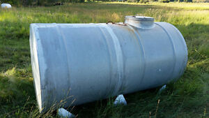 Galvanized water tank 2000L with skid and baffle system