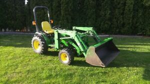 John Deere 4100 4X4 Tractor with Loader