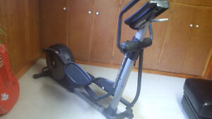 * * * NordicTrack Audiostrider 600 ELLIPTICAL * * *