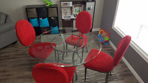 Round table with 4 chairs. Make an offer