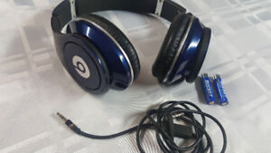 Blue Beats by dr.dre Studio. wired, build-in amplifier.