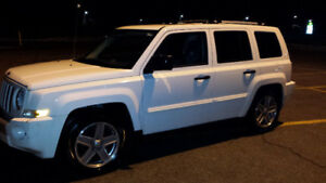 WINTER IS COMING! 4x4 FULLY LOADED JEEP PATRIOT- PRICED TO SELL!