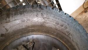 Pneus d'hiver / Winter tires 265/70R17