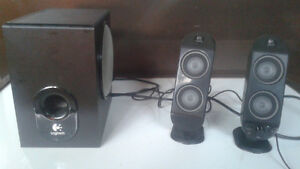 Logitech X-230 2.1 speakers/subwoofer. Excellent Condition.