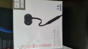 Beats Solo 2 wireless white $225 Peterborough Peterborough Area image 3