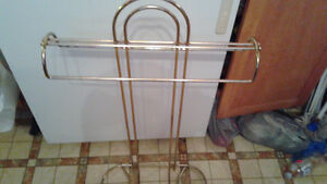 BRASS VALET FOR HANGING CLOTHES $15 Peterborough Peterborough Area image 2