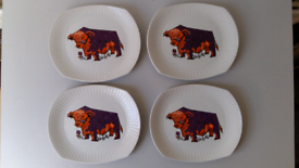 4 x Vintage 'Beefeater' plates.