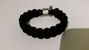 Paracord bracelet with steel clasp