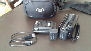 HD Camera HDR 150 Excellent État avec 2 batterie  Sac