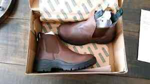 Steel toed Ladies boots size 6